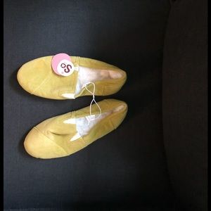 Chartreuse cordoroy slippers M